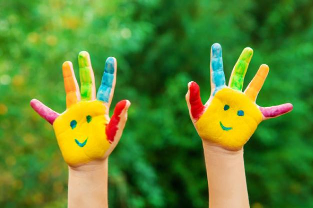 Aujourd'hui et deux mains, ateliers pour enfants-parents